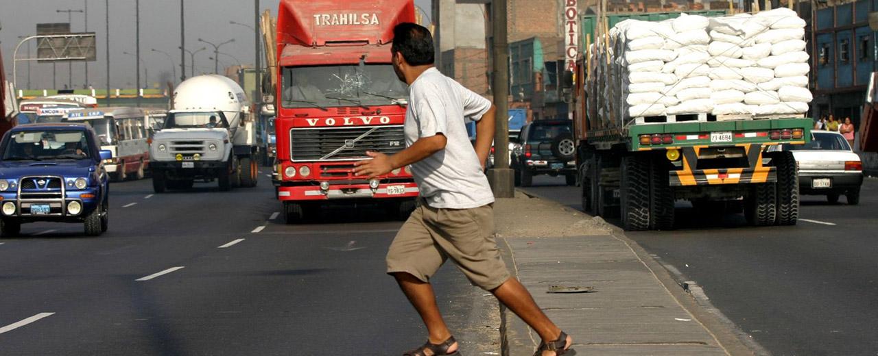 aprender-a-manejar-trafico-lima-peatones-imprudentes